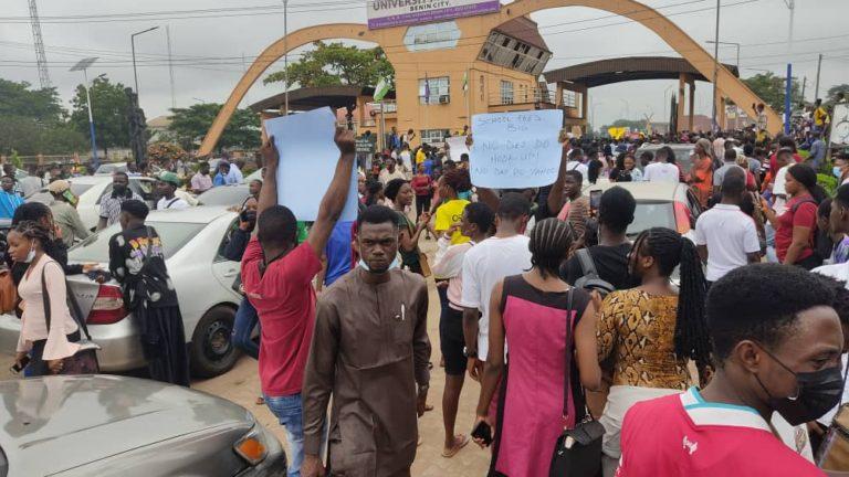 UNIBEN students protesting